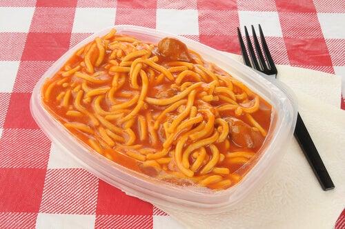 #2:Plastikowe-naczynia-kontra-zdrowie.jpg