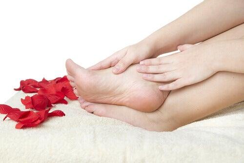 10 wskazówek jak dbać o stopy
