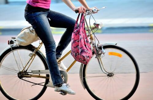 3#:dziewczyna na rowerze-ćwiczenia.jpg