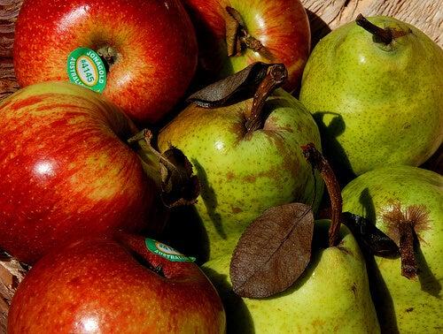 3#:gruszka-jabłko-Leonard-John-Matthews.jpg