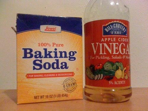 soda oczyszczona i ocet