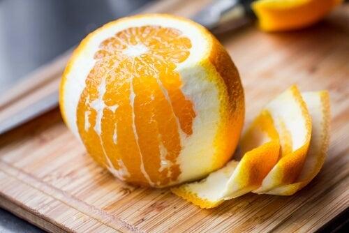 Skórka pomarańczowa i jej właściwości
