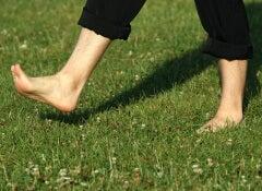 1#:korzysci-z-chodzenia-boso.jpg