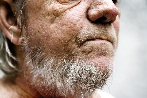 5#:siwa broda-siwych-włosów.jpg