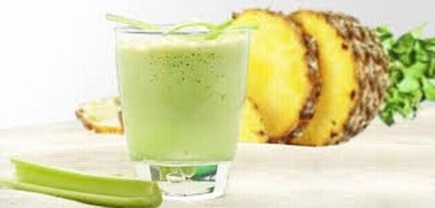 zielone napoje z ananasem