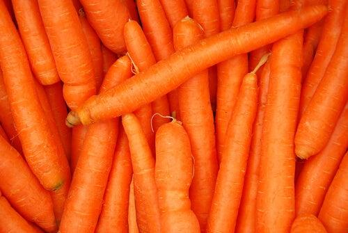 marchewka i białko na zmarszczki na czole
