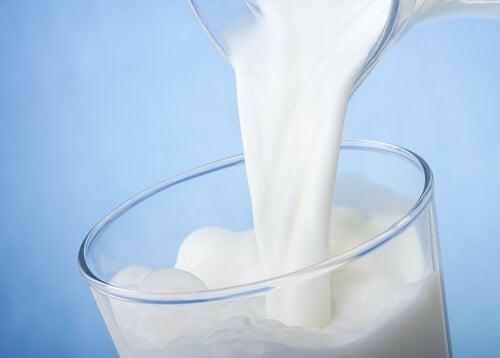 Mleko krowie – czy może wywoływać choroby?