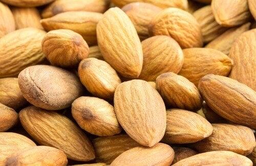 Migdały redukują poziomu cholesterolu!