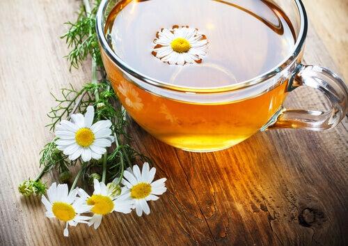 herbata z rumiankiem na bezsenność