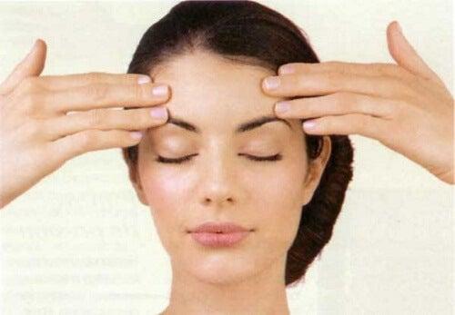 Ćwiczenia twarzy na ujędrnienie skóry i zmarszczki