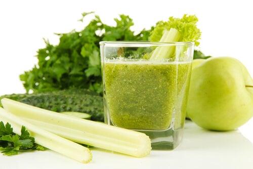 Koktajl z zielonych warzyw i owoców na chore nerki