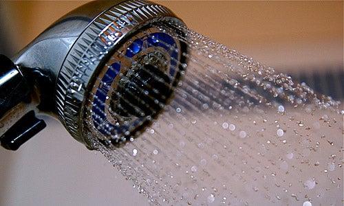 Zimna woda na oparzenia