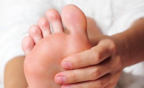 Zmęczone stopy – jak im zaradzić?