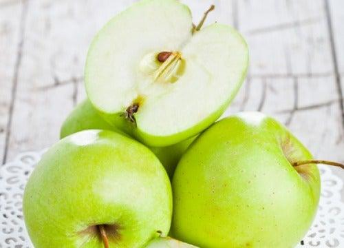 Zielone jabłko na pusty żołądek