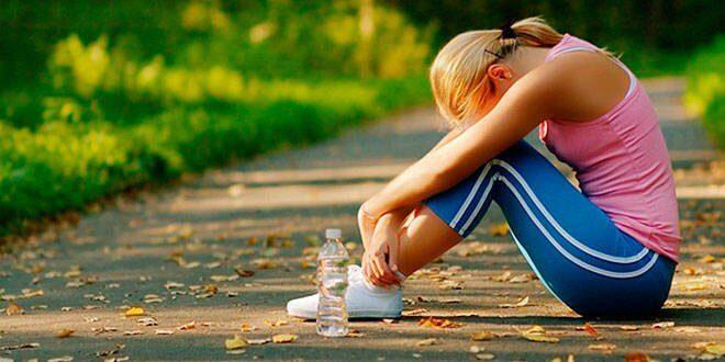 Zmęczona kobieta po treningu