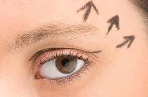 Poznaj najlepsze sposoby na młodo wyglądające oczy!