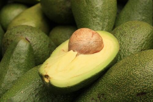 Awokado to świetny owoc na objawy menopauzy