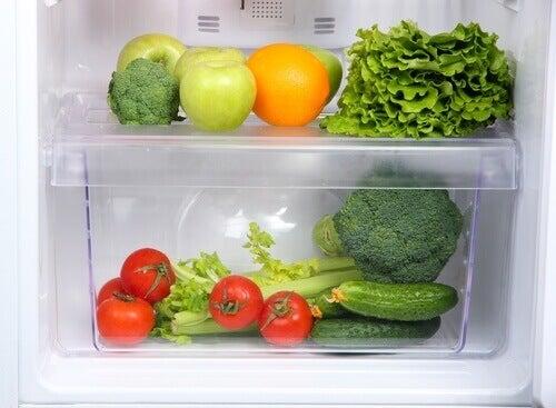 Czego nie przechowywać w lodówce?