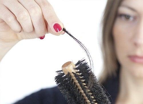 Wypadanie włosów - Jak zaradzić?