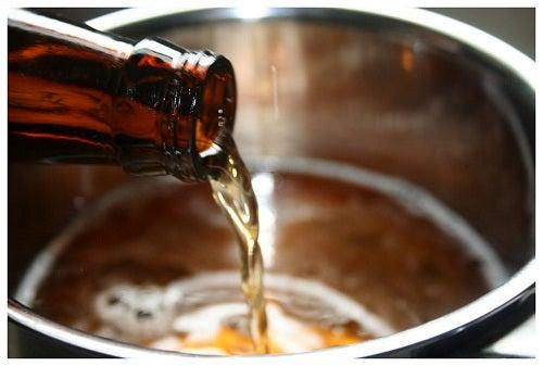 Nalewanie piwa do miski