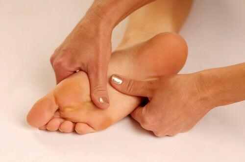 Jak wyleczyć ból podeszwy stopy?