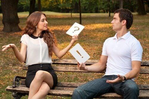 Dyskutująca para w związku