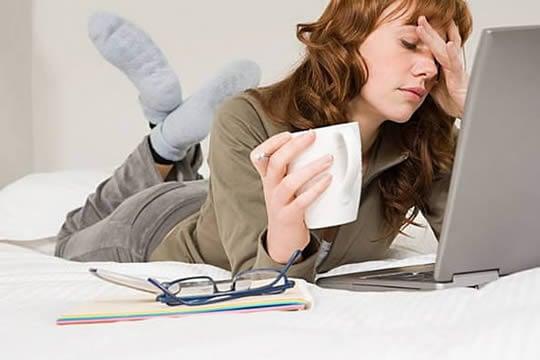 Kobieta przy komputerze