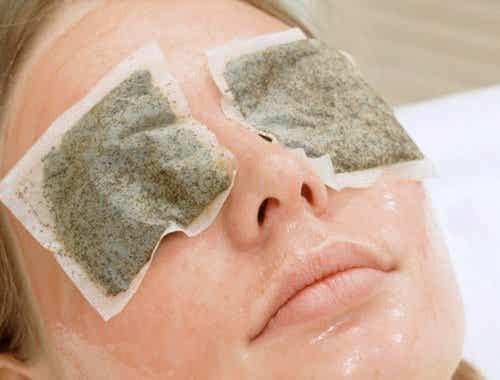 Sposoby na cienie pod oczami - poznaj naturalne i skuteczne metody!