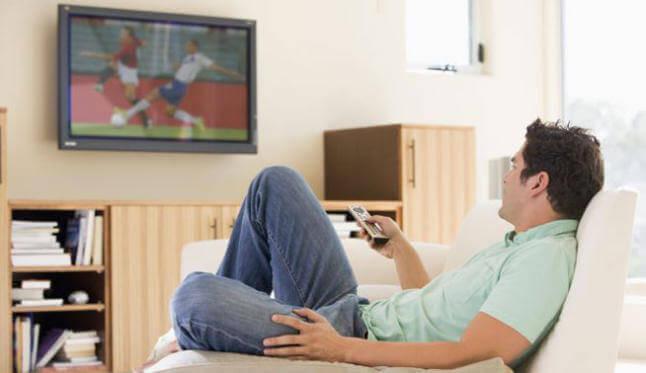 Czy jedzenie przed telewizorem jest niebezpieczne?