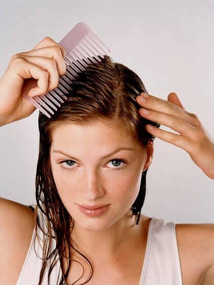 Czesać włosy