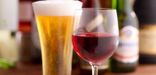 Piwo i czerwone wino