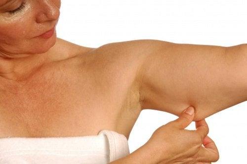 Wzmocnij ramiona prostymi ćwiczeniami