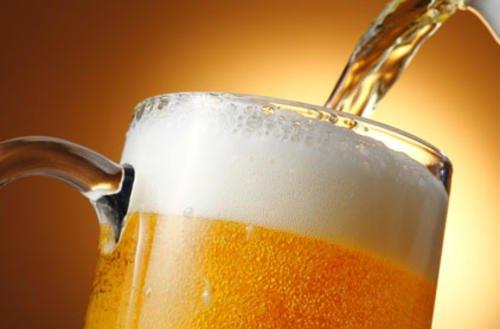 Piwo tuczy? Na czym polega sztuka picia piwa?