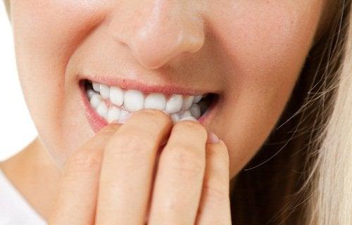 2#:Obgryzanie-paznokci.jpg