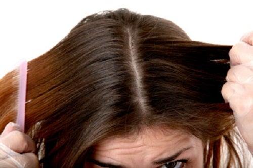 Ocet jabłkowy na włosach