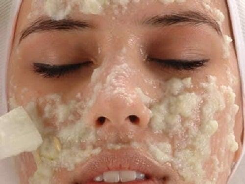 rozjasnianie twarzy