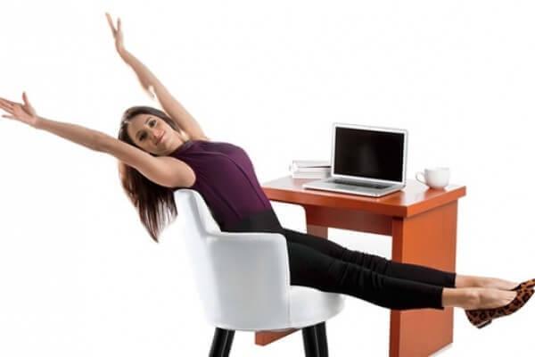 Ćwiczenia ruchowe przy biurku