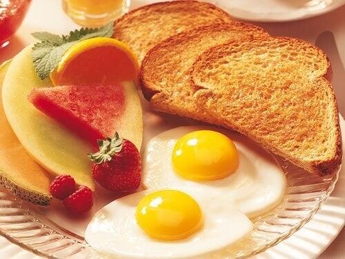 Porządne śniadanie przedłuża życie o 5 lat