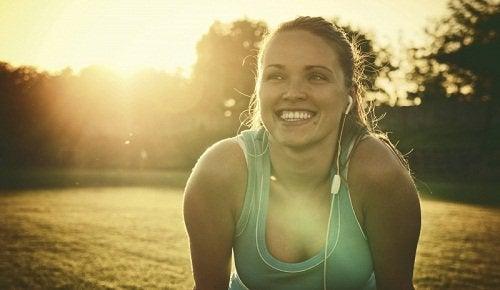 Uśmiechnięta kobieta - Energia życiowa
