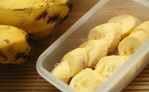 pokrojone, świeże banany