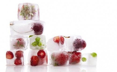 Owocowe kostki lodu