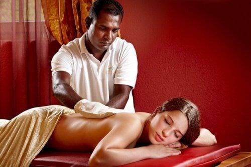 Sesja masażu relaksacyjnego