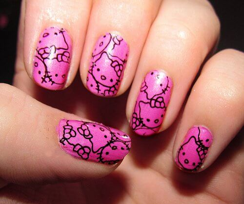 Ozdobnie pomalowane paznokcie
