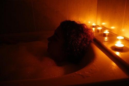 Relaksująca kąpiel przed snem