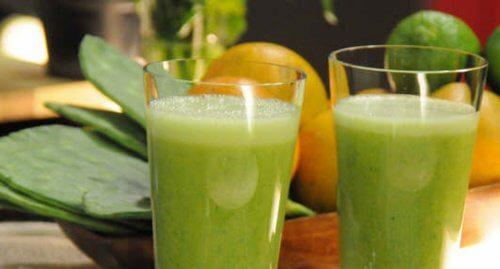 Świeży sok z opuncji i cytrusów