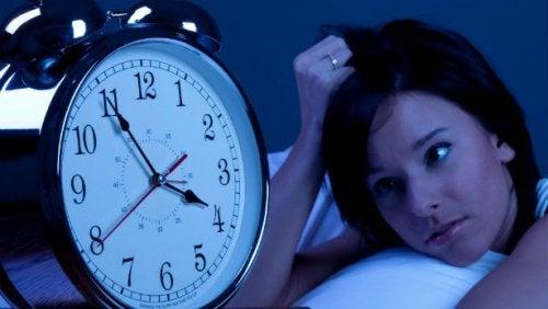 Budzenie się o 4 nad ranem