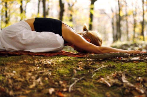 Medytacja w lesie