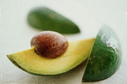 Owoc i pestki awokado