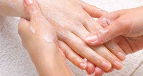 Masujemy dłonie