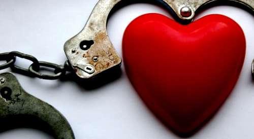Serce w kajdankach